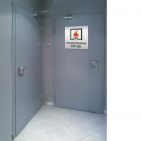 металлическая дверь в серверную