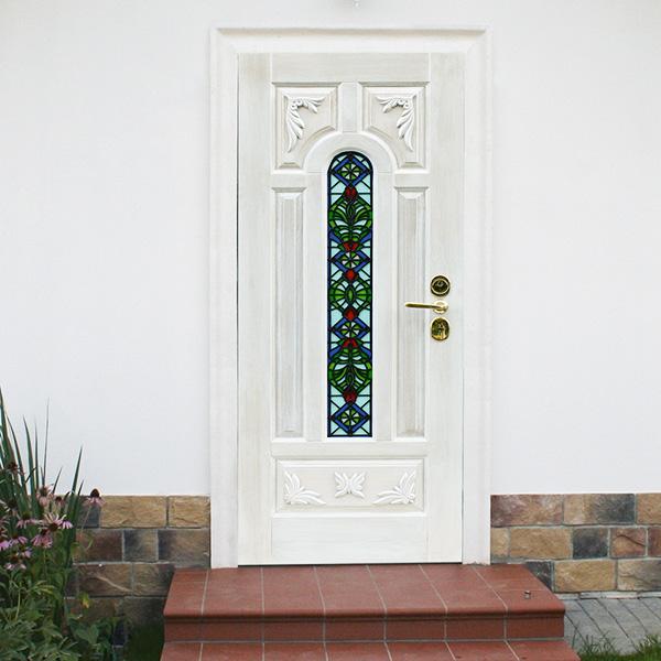 классические металические входные двери в дом