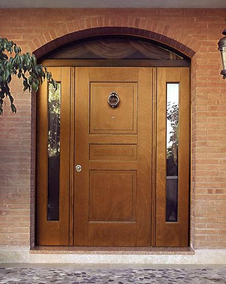 высота входной двери загородного дома